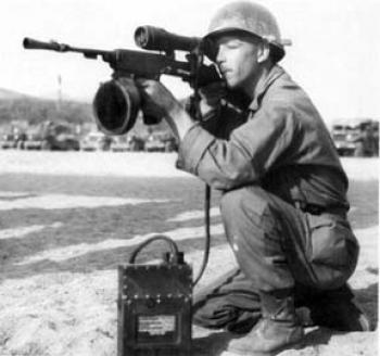 Интересное об оружии - M2 Sniperscope mounted on M3 Carbine with flash hider. Soldier is CPL Walter A. Dyson, 25th Infantry Division, Korea, 1951. The box on the ground is a lead-acid battery pack..jpg